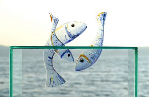 Glasobjekt springende Fische Glasmalerei Glaskunst Antje Otto Keitum Sylt