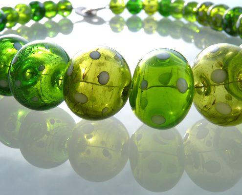 Glaskette mundgeblasen in Grün Glaskunst Antje Otto Keitum Sylt